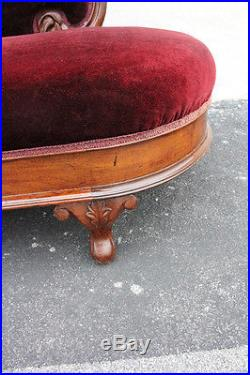 Charming Antique American Victorian Walnut Carved Chaise Longue Settee Couch