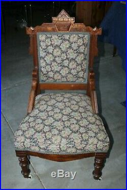 Late Victorian/Eastlake Style Parlor Set Settee and Two Chairs