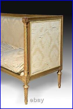 Louis XVI settee or sofa. Golden wood. 19th century