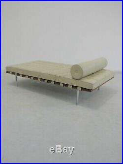 Original Vintage 2000 Leather Barcelona Daybed By Mies Van Der Rohe Mid-century