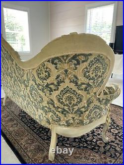 Victorian Style Sofa Excellent Condition. Local Pickup Only
